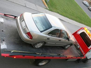 Auto wird abgeschleppt